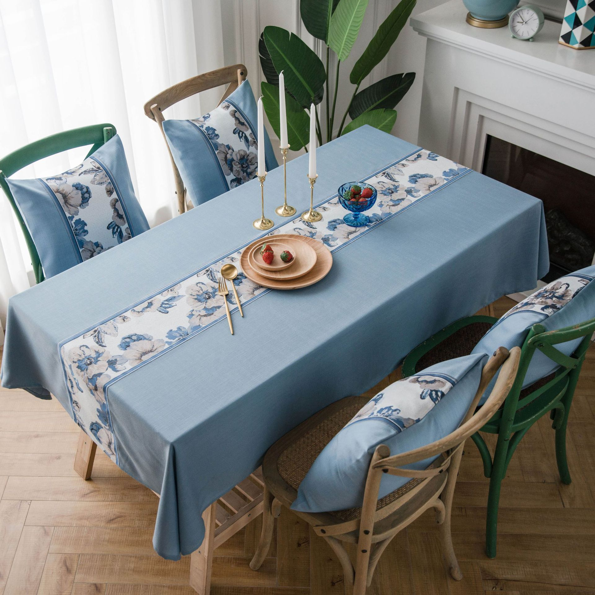 Retro Waterproof Floral Lining Tablecloth for Dining Tables
