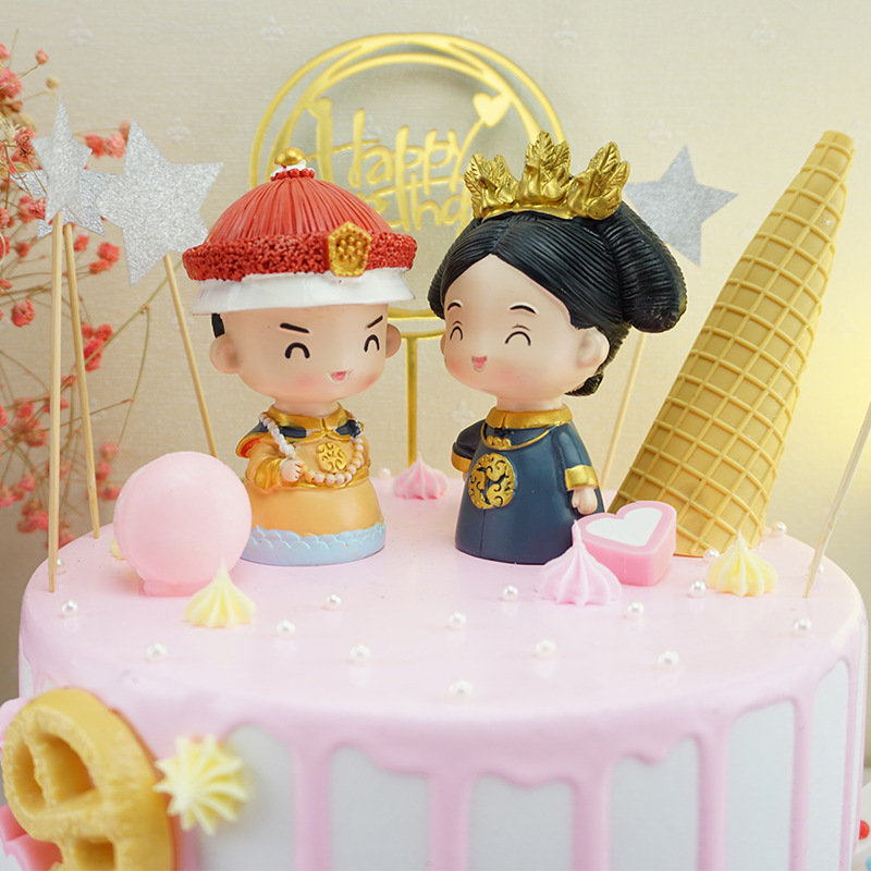 Adorable Chinese Style Emperor and Queen Car Decor for Gifts
