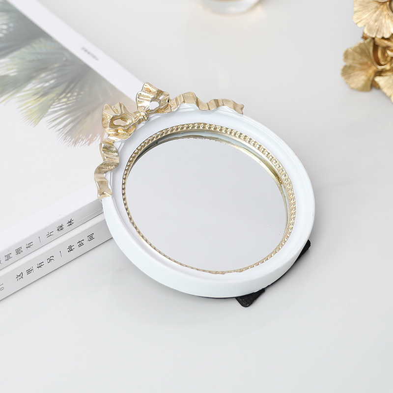 Round Fancy Mirror for Displaying Earrings