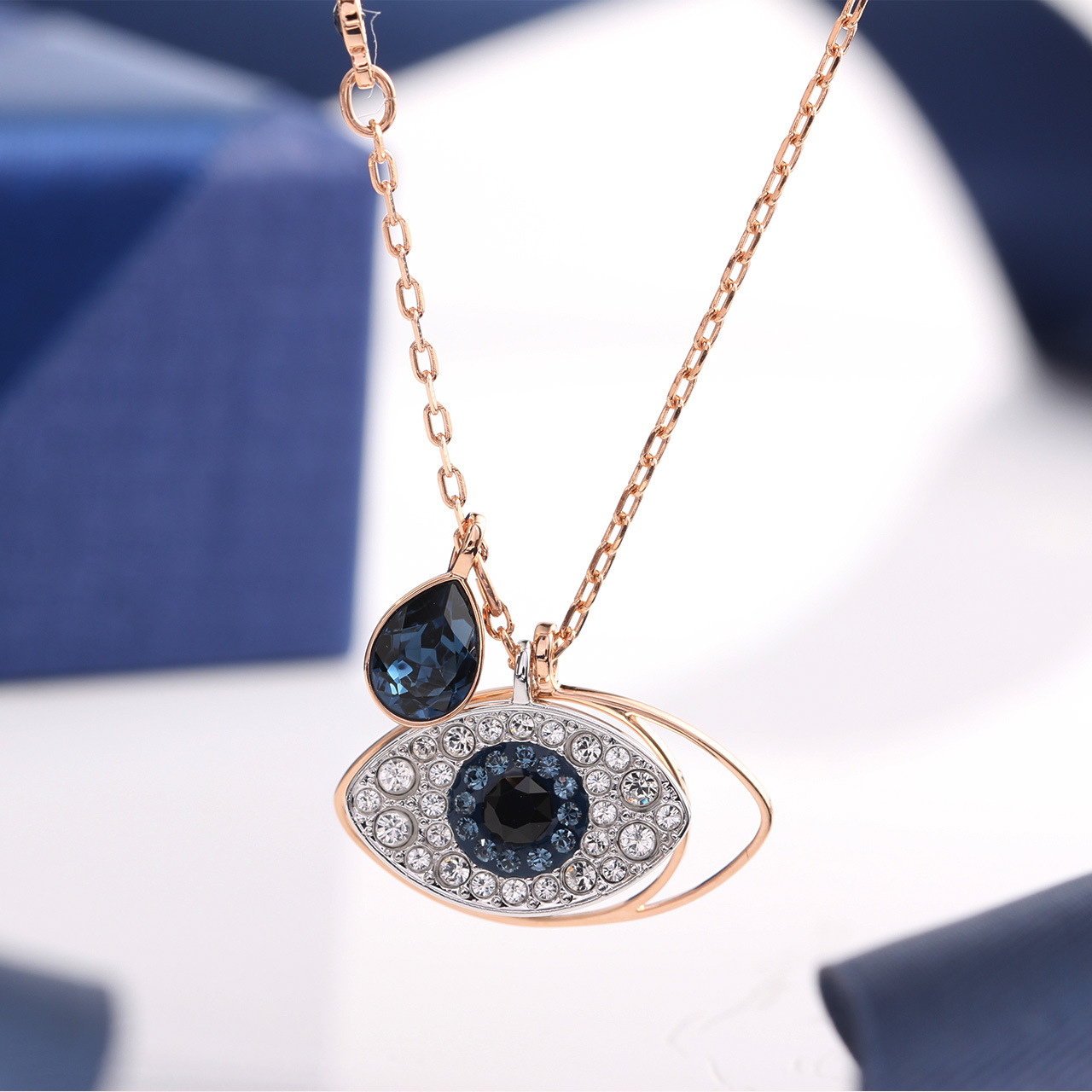 Slick Alloy Necklace for Adding Elegance to Outfits