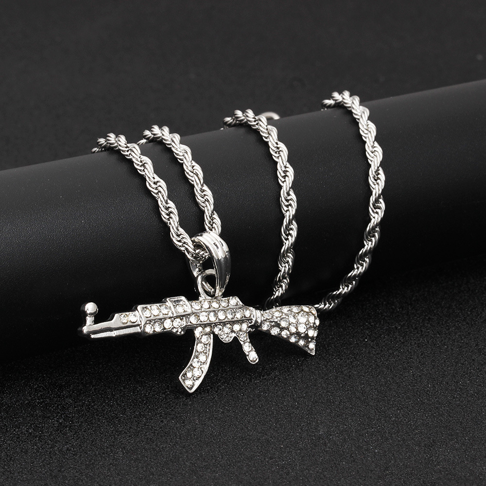 Gangbuster Alloy Necklace for Mafia-Inspired Get-Up