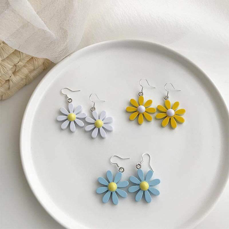 Sweet Little Daisy Acrylic Earrings