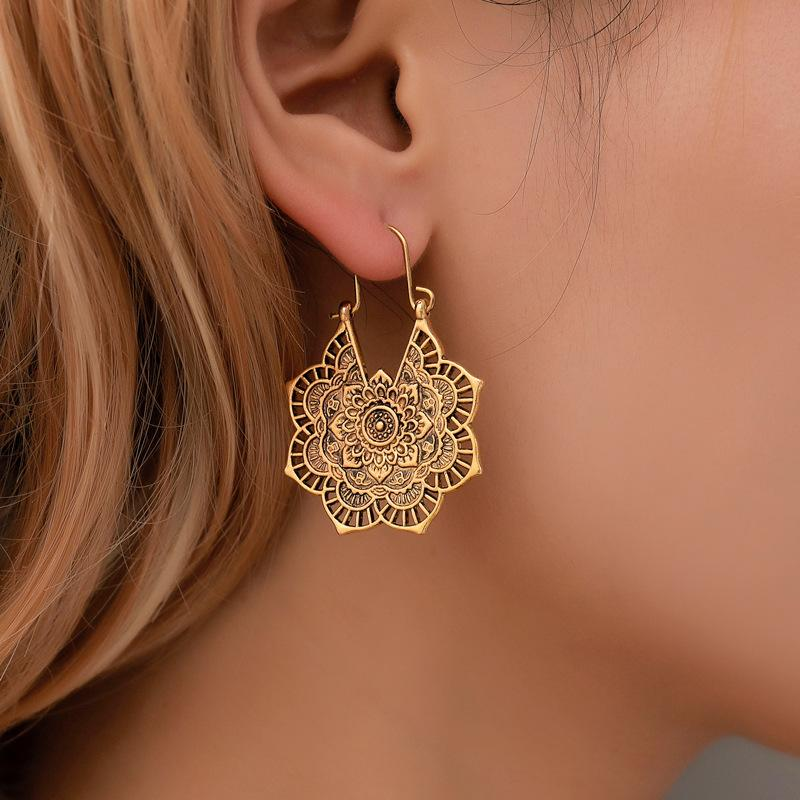 Vintage Flower Disk Alloy Earrings