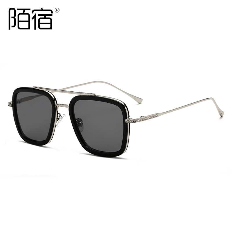 Stylish Polycarbonate and Metal Sunglasses for Casual Meetings