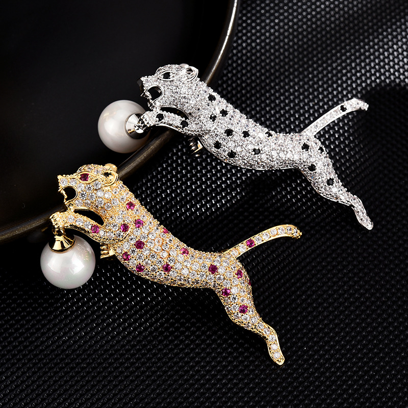 Gleaming Leopard Drop Pearl Brooch for Classy Lapel Accessories