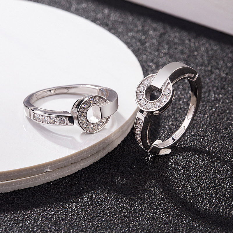 Luxurious Silver Ring with Faux Diamonds for Stylish Accessories