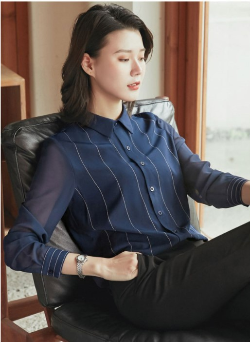 Rosy Collared Buttoned Top for Stylish Attire