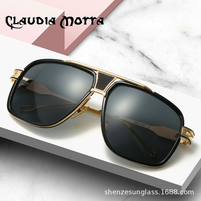 Voguish Sunglasses for Vacation Trips
