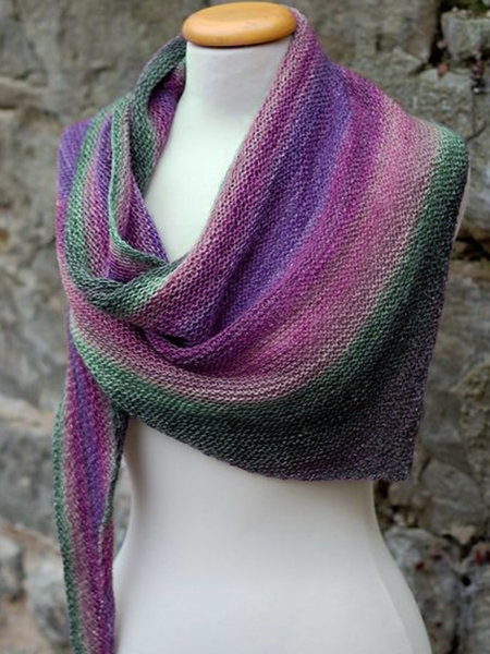 Eye-Catching Scarf for Ladies' Outdoor Errands