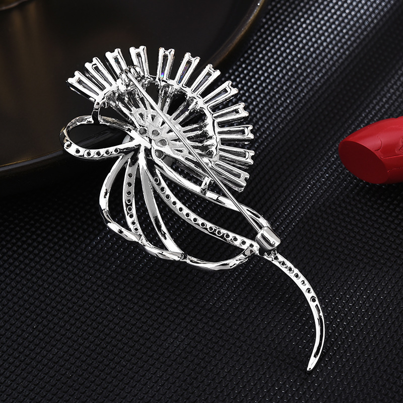 Ornate Fans and Bows Pin for Decorating Outerwear