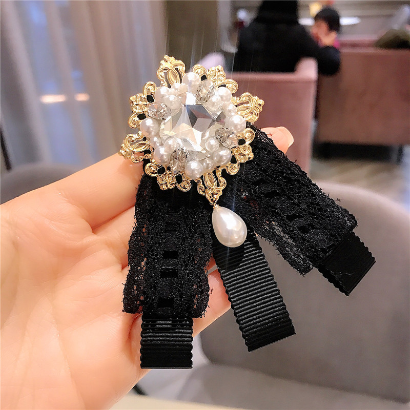 Ostentatious Bow Tie Laced Brooch Pin with Inlaid Gems Embellishment for Lavish Getup