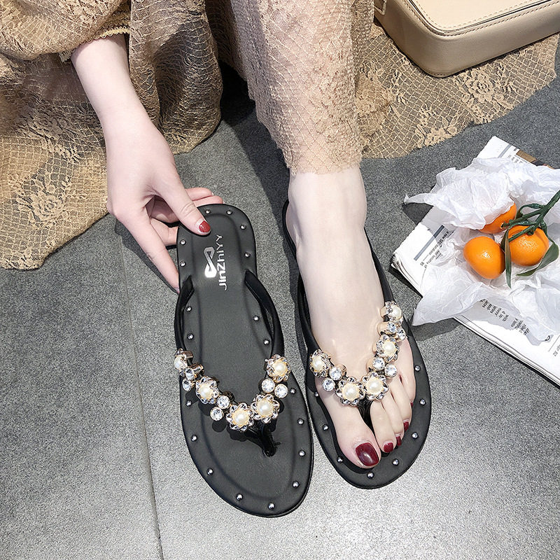 Charming Flat Slippers with Design for Daily Use