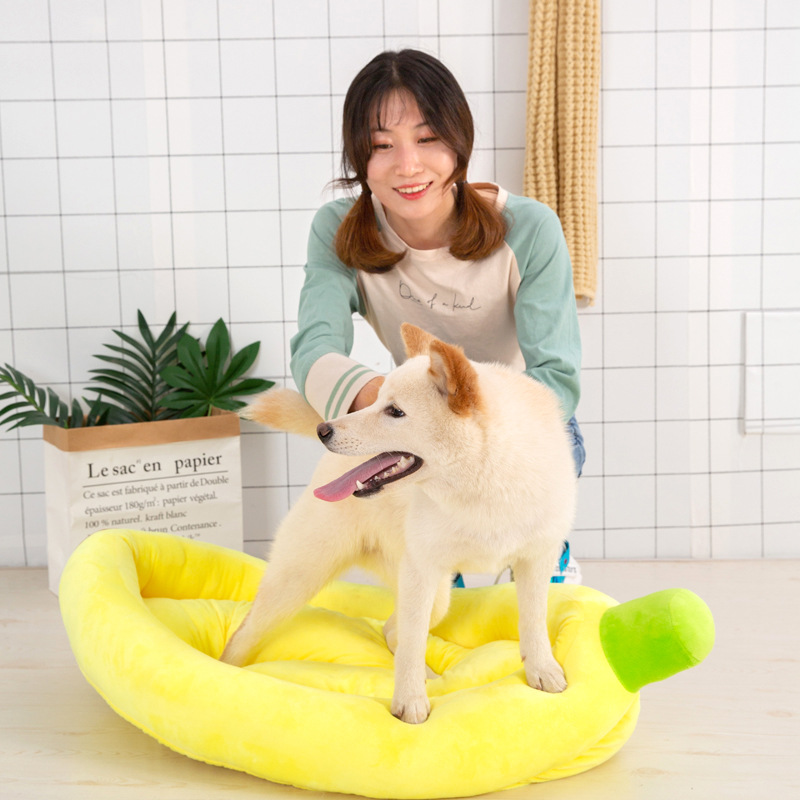 Adorable Banana-Shaped Warming Pad for Pets' Cozy Rests