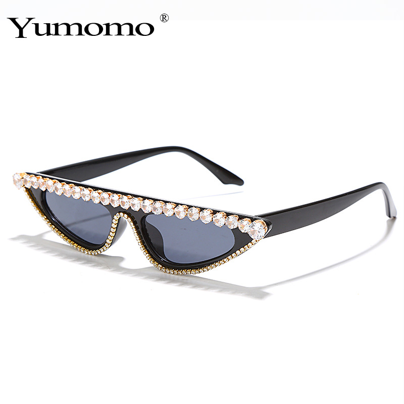 Fashionable Cat Eye Sunglasses with Plastic Frame and Artificial Diamond for Summer Wear