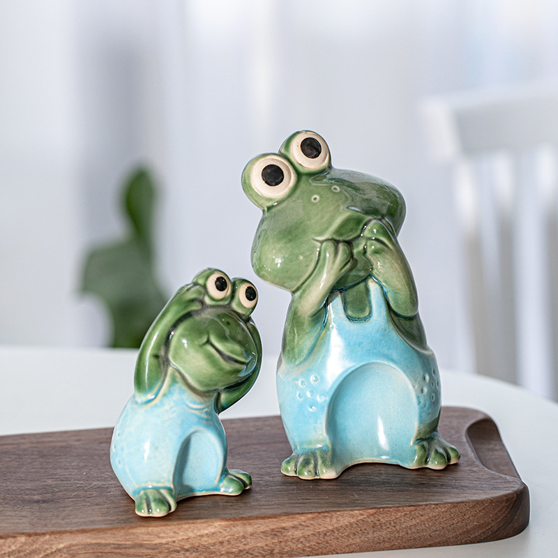 Shocked Blue Shirt Frogs Decor for Exaggerated Gardens