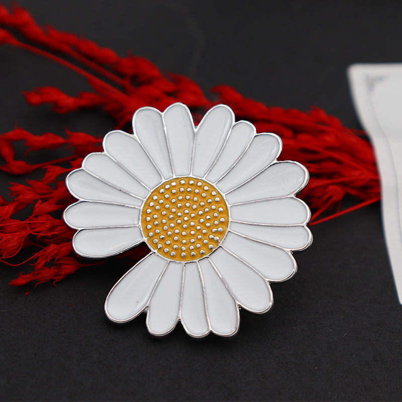 Pluckies Daisy Flower Pin