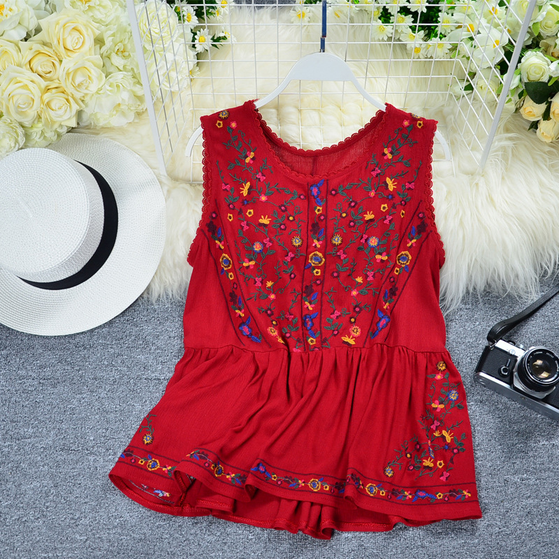 Pretty Floral Sleeveless Blouse for Spring Trips with Family