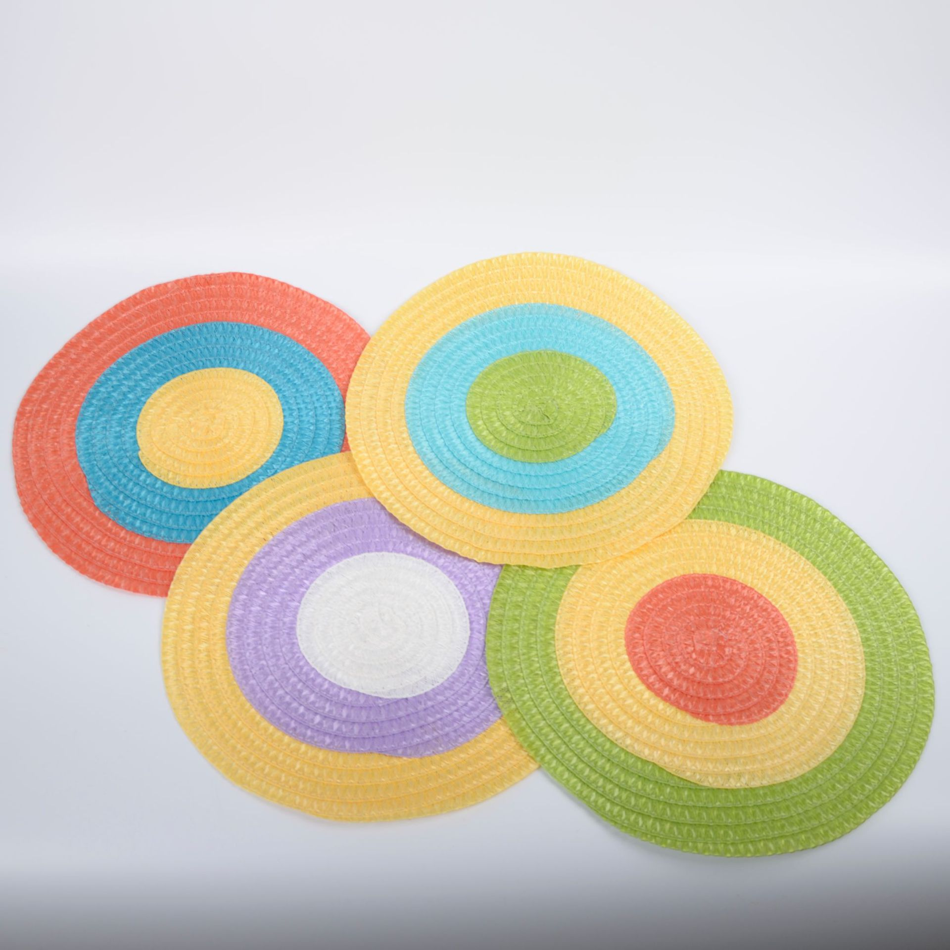 Multicolor Thermal Insulation Round Woven Placemat for Vibrant Interiors
