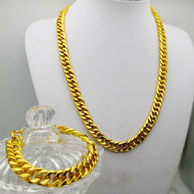 Gold-Plated Accessories for Strolling at the Mall