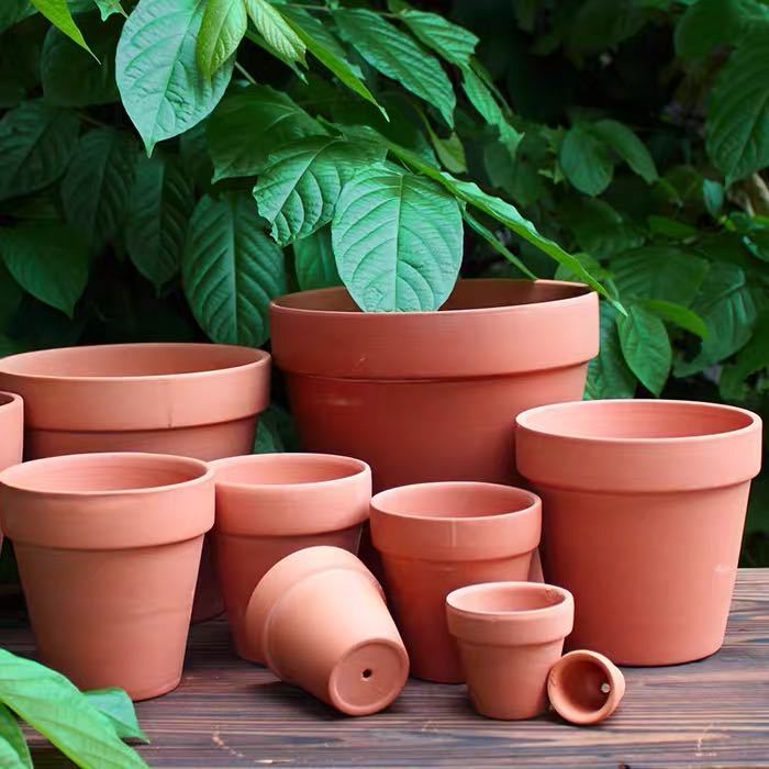 Traditional Multi-Sized Terracotta Flower Pots for Outdoor Gardening