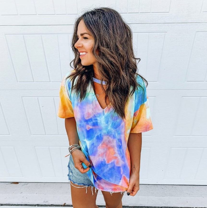 Large and Comfy Western Style Tie-dye V-neck T-shirt for Women's Fashion Wear