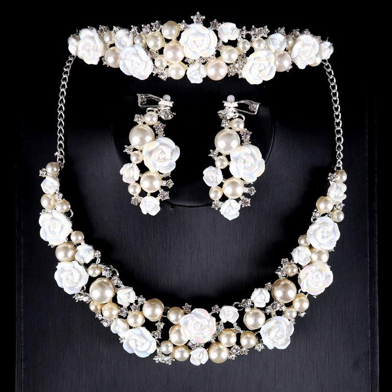 Rose and Pearls Bridal Necklace Set