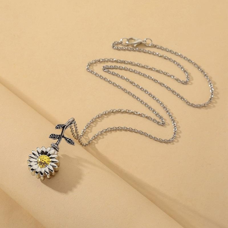 Daisy Functional Perfume Holder Necklace