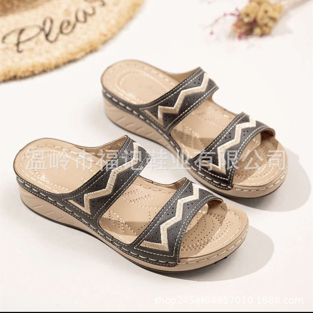 Meticulous Chevron Pattern Embroidery Artificial Leather Slippers for City Walk