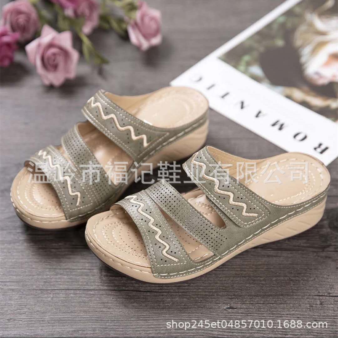 Fashionable Platform Slippers for Wearing with Dresses