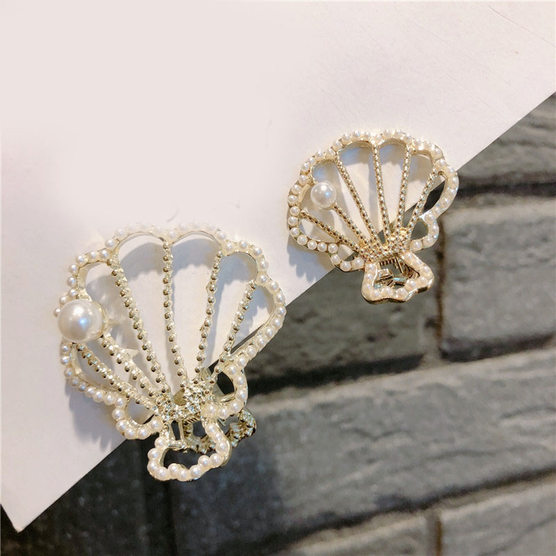 Faux Pearl on Seashell Shaped Claw Clip