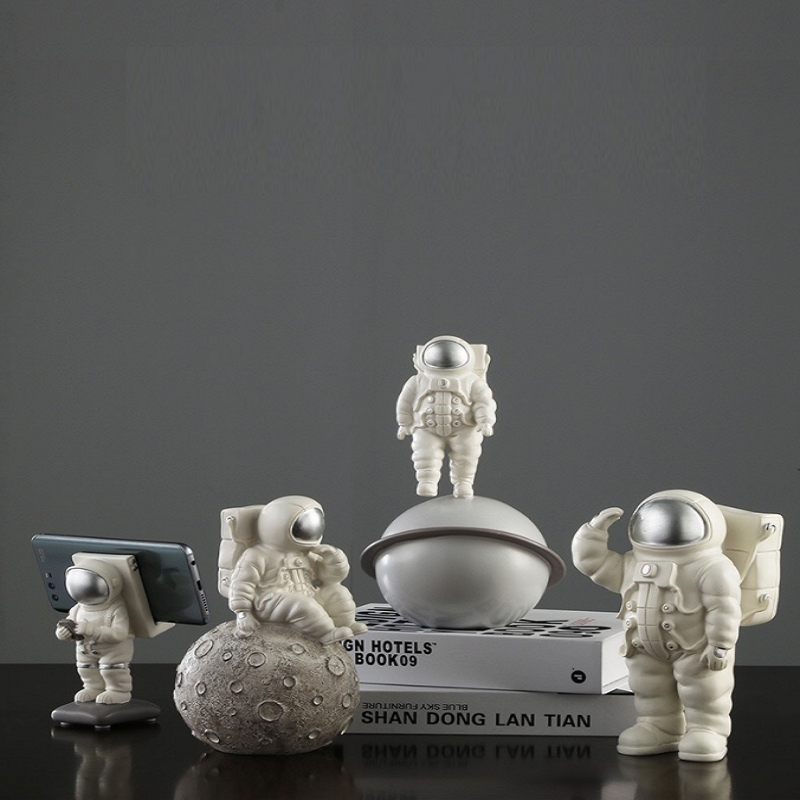 Creative Astronaut Home Decor for Bedrooms