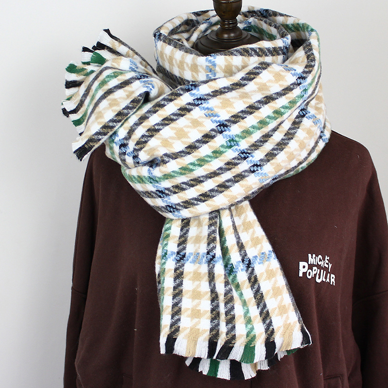 Astonishing Houndstooth Pattern Scarf for Cold Season