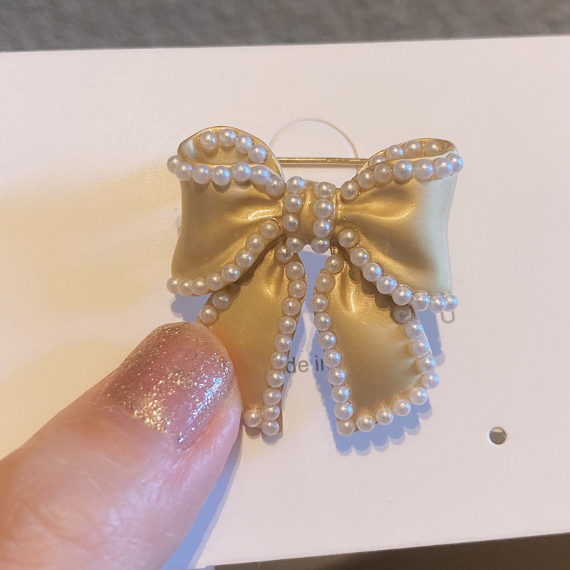 Royal Ribbon and Flower Brooches for Fancy Parties