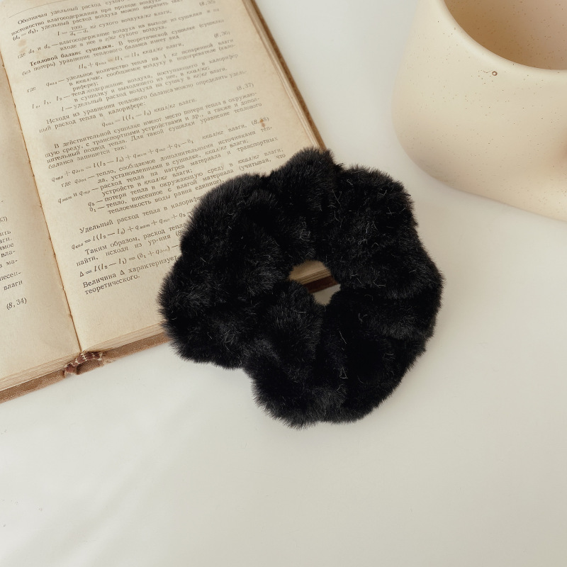 Fluffy Faux fur Scrunchie for Fashionable Hairstyle