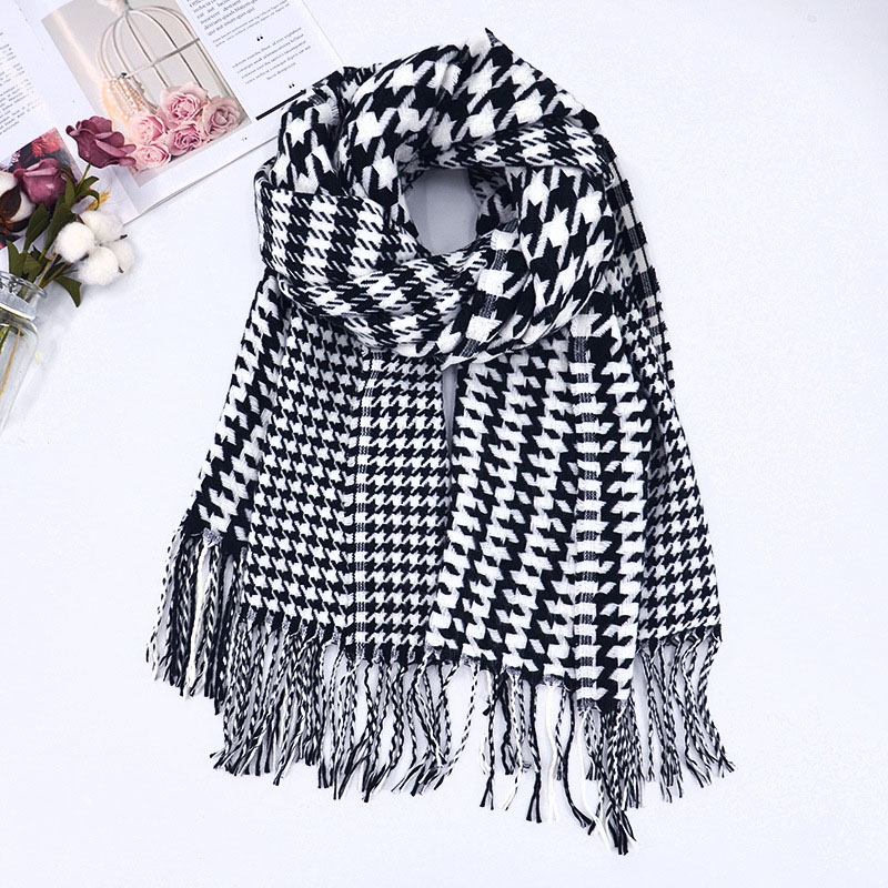 Houndstooth Multisize Pattern Scarf for Cold Season