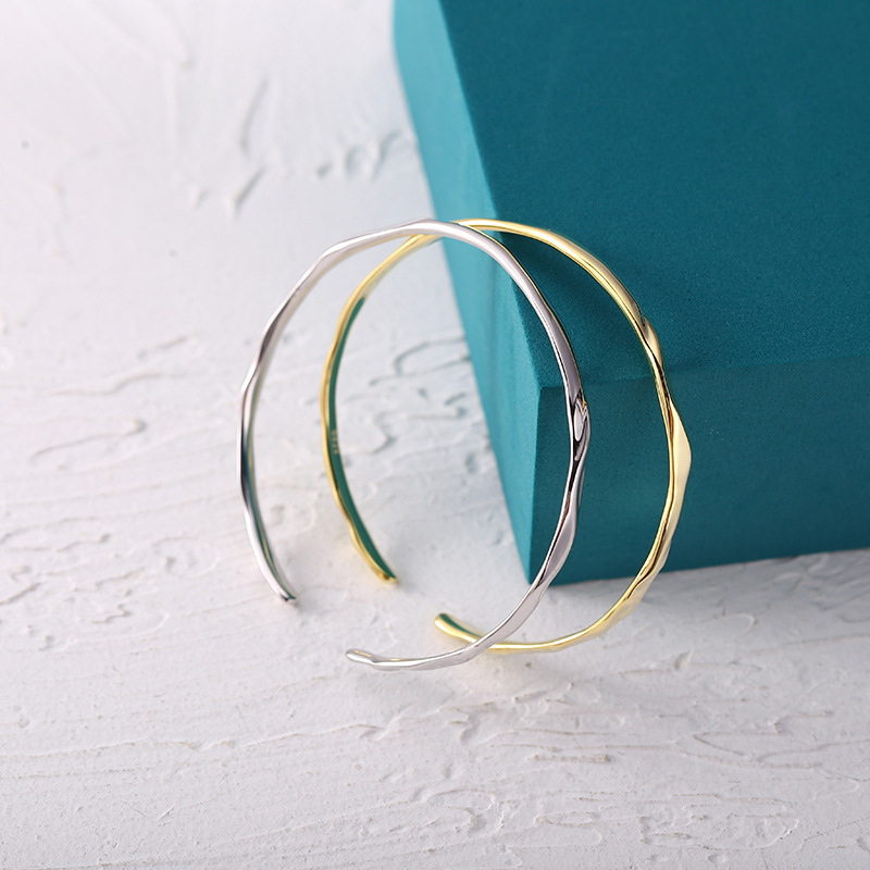 Titanium Steel Wave Bangle Bracelet for Any Occasion