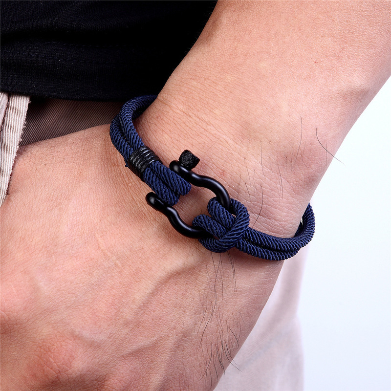 Stylish Rope Horseshoe Clasp Bracelet for Street Style Fashion