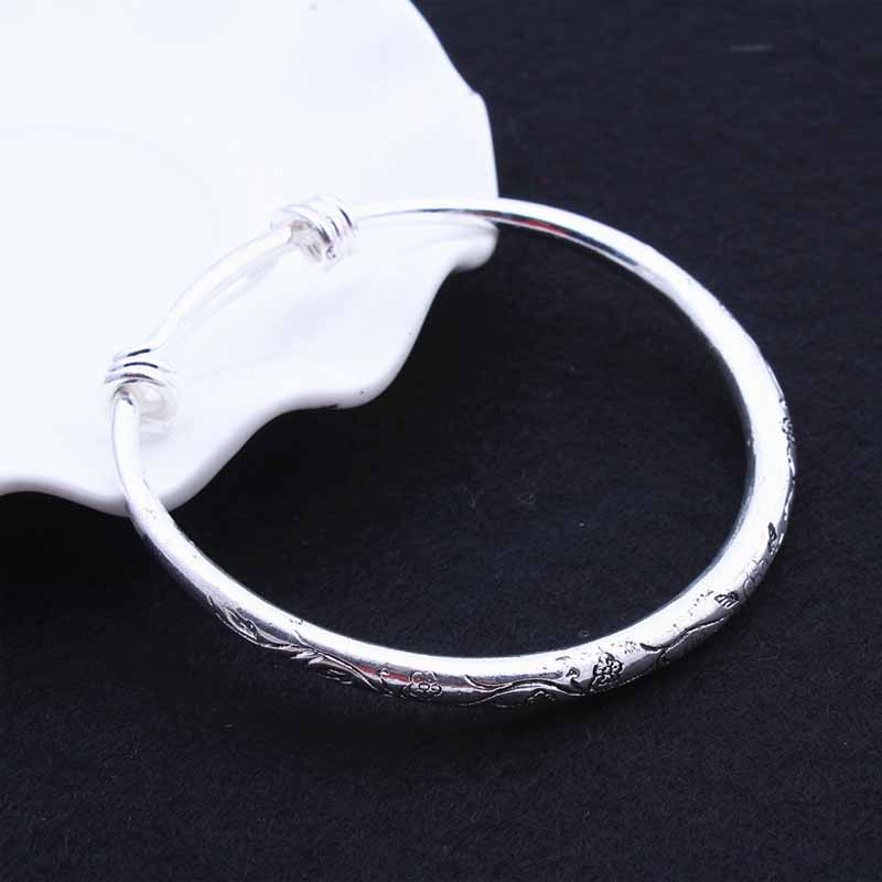 Adjustable Diameter Flower Etching Bangle for Chic Looks