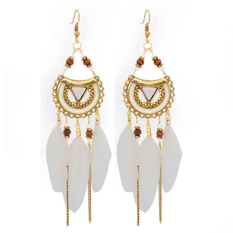 Fashionable Feather Earrings for Bohemian Outfits