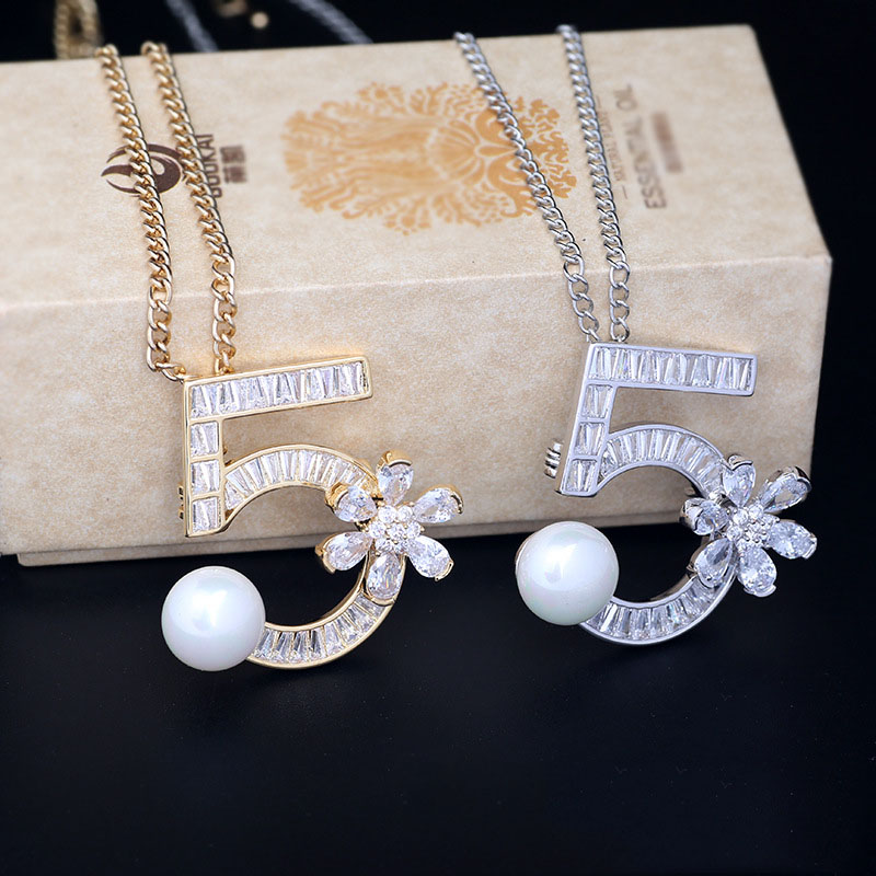 Classy No.5 Chain Necklace for Special Gifts