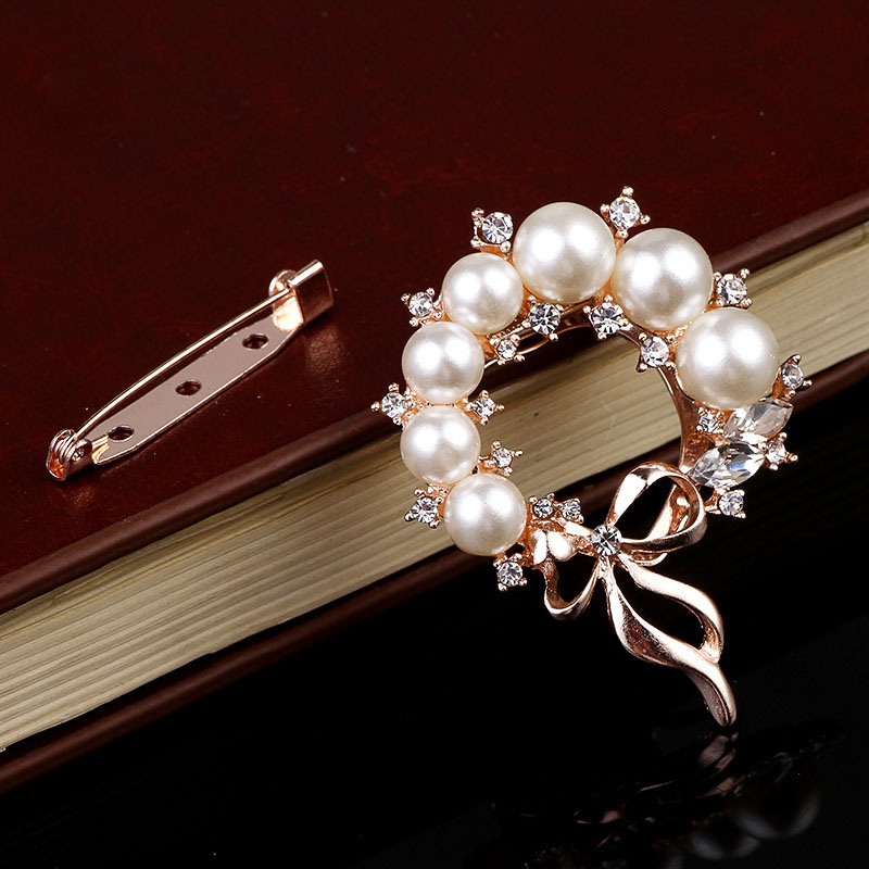 Elegant Faux Pearl Wreath with Ribbon Tie Brooch for Formal Wear