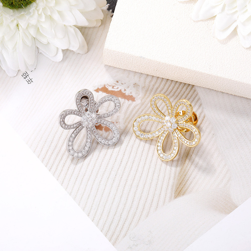 Lustrous Flower with Crystals Brooch for Men and Women
