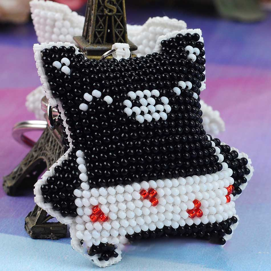 Three-Dimensional Beaded Pig Keychain for Holding Keys