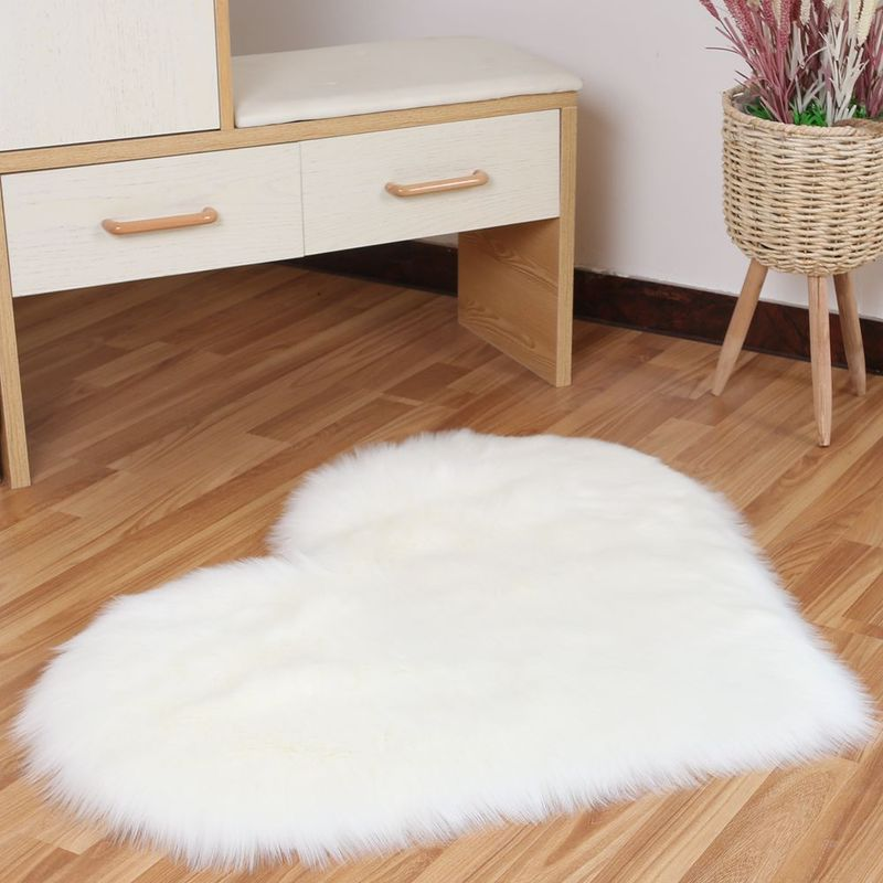 Furry Acrylic and Plush Colored Heart Rug for Decorating Your Room