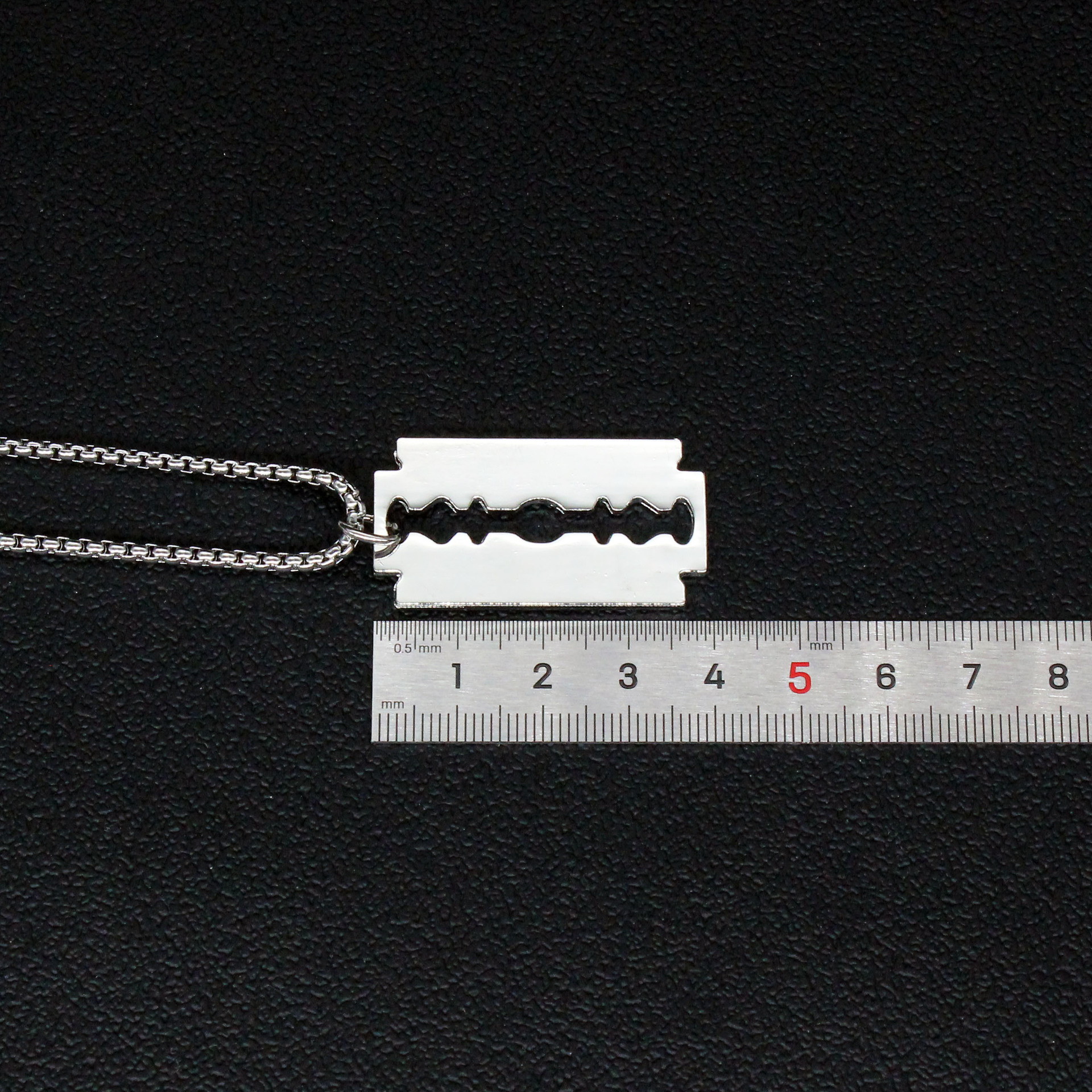 Punk Titanium Steel Blade Necklace for Youthful Thug Wear