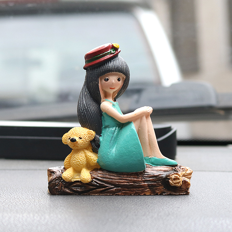 Pretty Girl with a Hat Resin Figurine for Car Decor