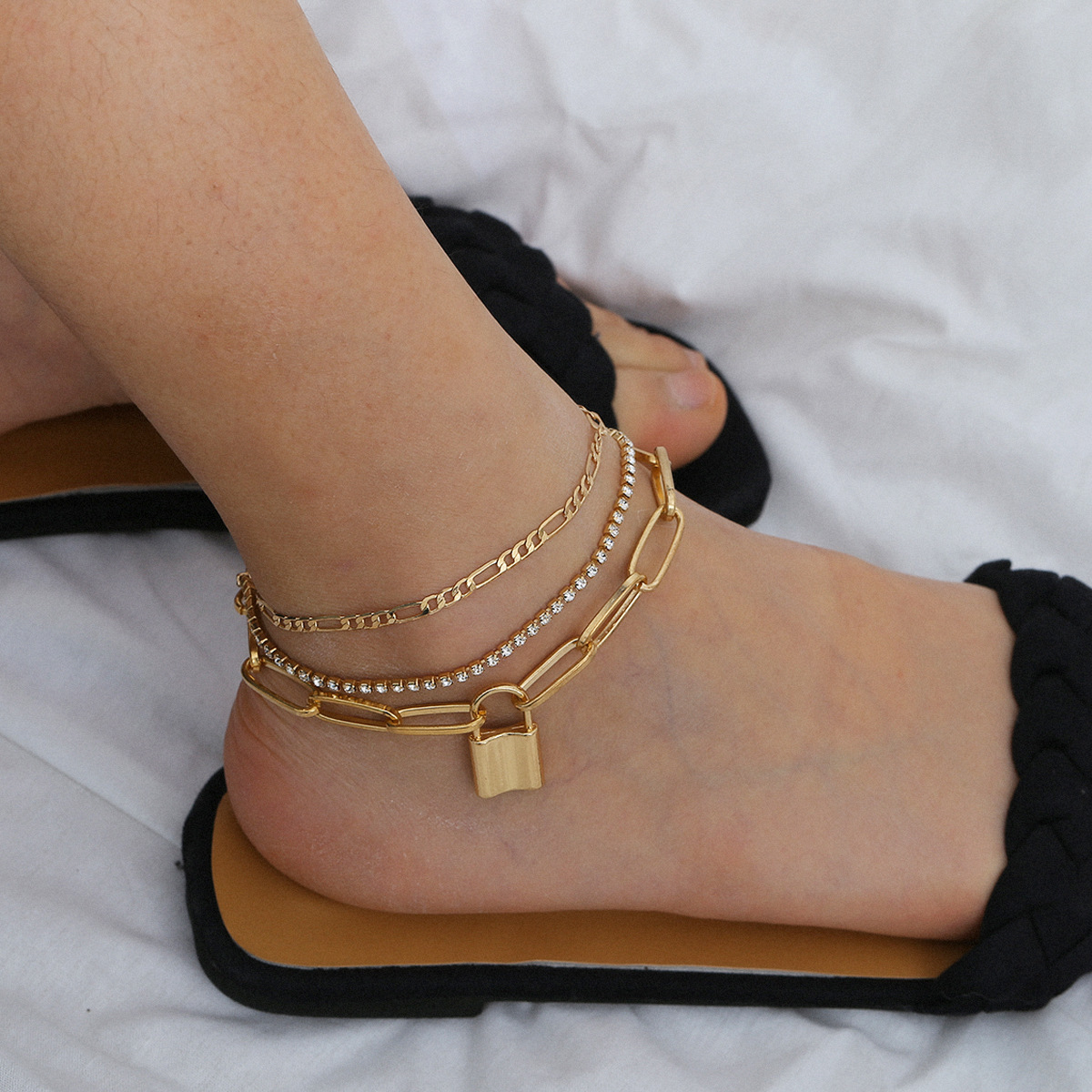 Enthralling Alloy Ankle Chain for Foot Beautification