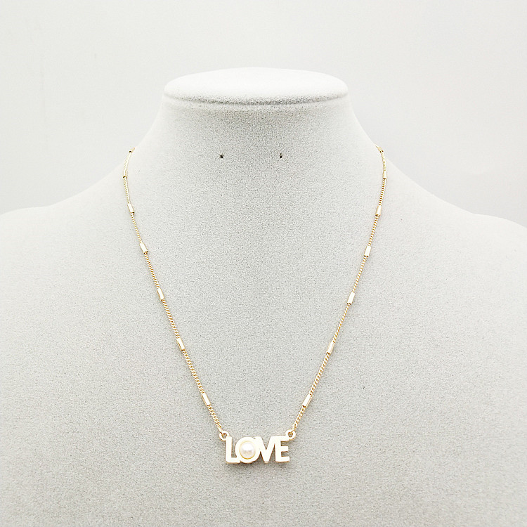 """Stunning """"Love"""" Pearl Pendant Necklace for Date Looks"""