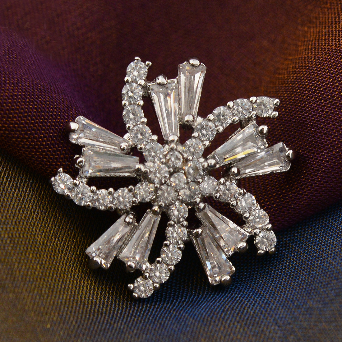 Sophisticated Flower-Shaped Brooch for Casual and Formal Occasions