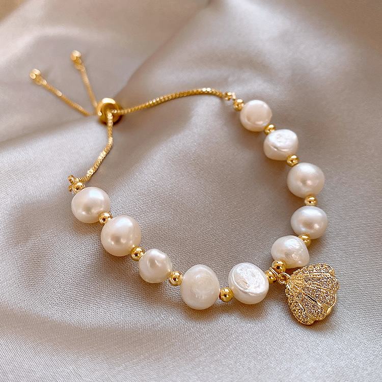 Luxe Synthetic Pearls and Gems Clam Charm Bracelet for Christmas Gifts